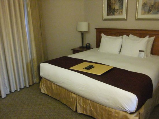 DoubleTree Suites by Hilton Hotel Phoenix: Comfortable bed