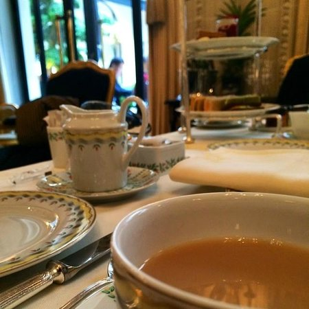 Four Seasons Hotel George V Paris : Afternoon Tea service
