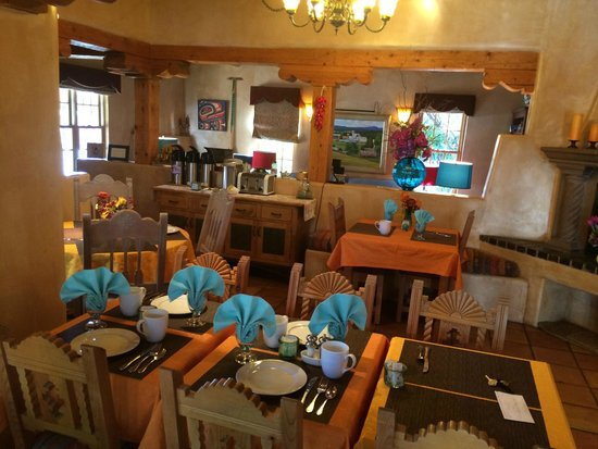 El Farolito B&B Inn: Common Area where breakfast is served
