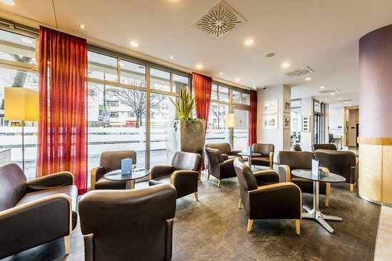 Holiday Inn Express Berlin City Centre: Stay relaxed in our cozy Lobby area