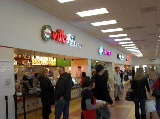 Chicago Premium Outlets: Chicago Premiun Outlets - Food Court