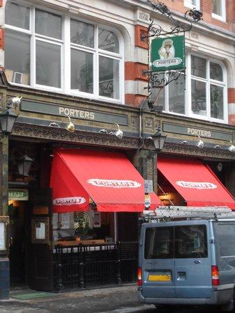Porters English Restaurant: Henrietta Street 17 - l'entrata