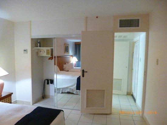 Caribbean Palm Village Resort: Segundo dormitorio con su baño privado tambien.