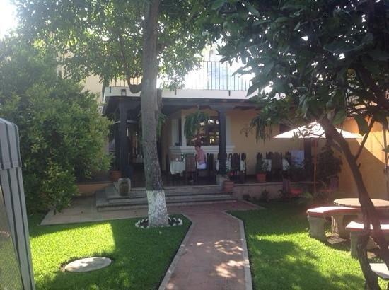 La Casa de Don Pedro: beautiful garden area