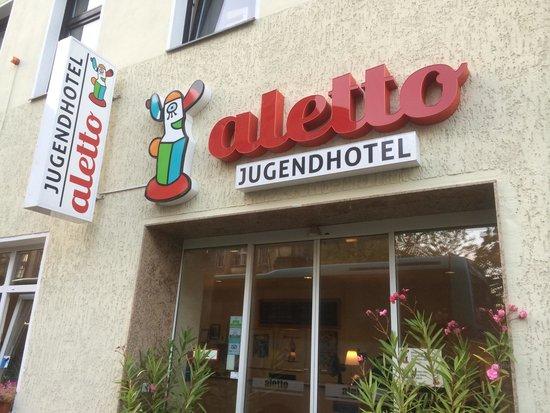 Acama Schöneberg Hotel+Hostel: Entrance