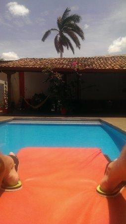 Lazybones Hostal: Poolside view