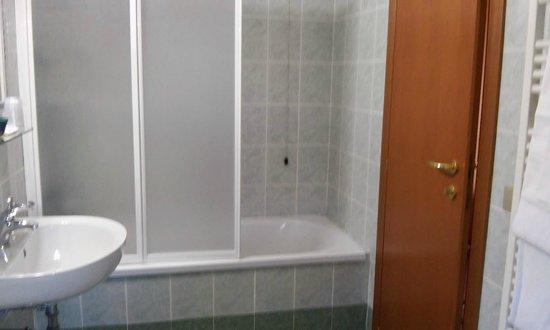 Hotel Eden: Cuarto de baño