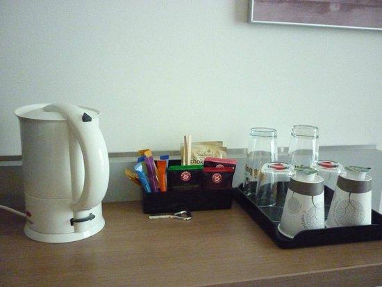 Novotel München Messe: disponibilidade de café,chá e chocolate  no quarto