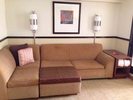 Hyatt Place Memphis Primacy Parkway: Living area room 621