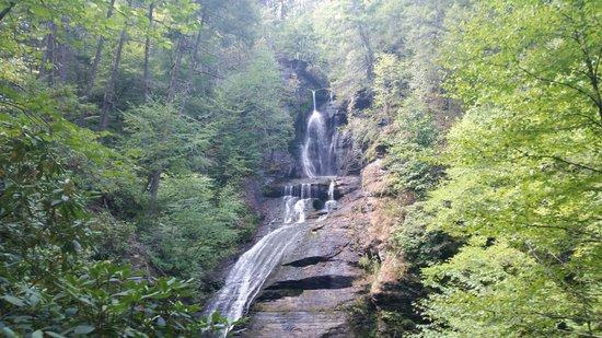 Dingmans Falls : Bsse of the Falls