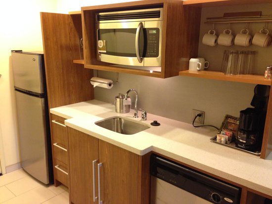 Home2 Suites Fayetteville: Great kitchen