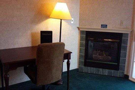 Beach House Inn: Rsz Fireplace Suite