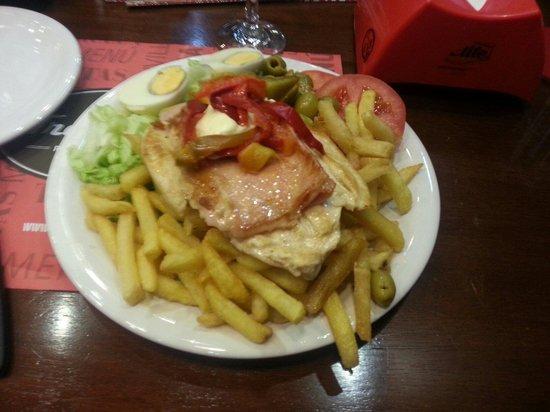 Pizzeria Trouville: Chivito de frango.