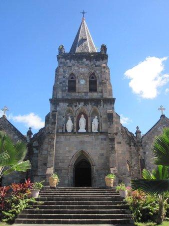 St. Patrick's Roman Catholic Cathedral: La cathédrale de Roseau sous le soleil