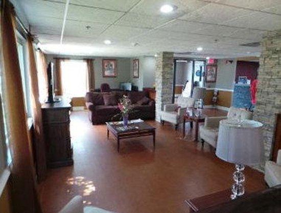 Baymont Inn & Suites Cordele: Lobby