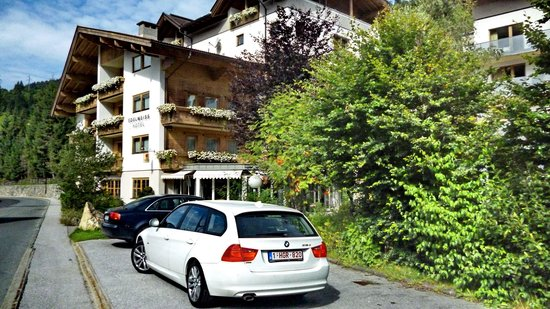 Hotel Edelweiss Gerlos: straatzijde hotel
