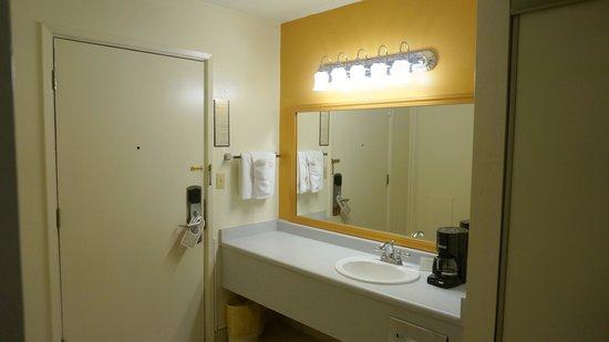 Sandman Hotel : bathroom