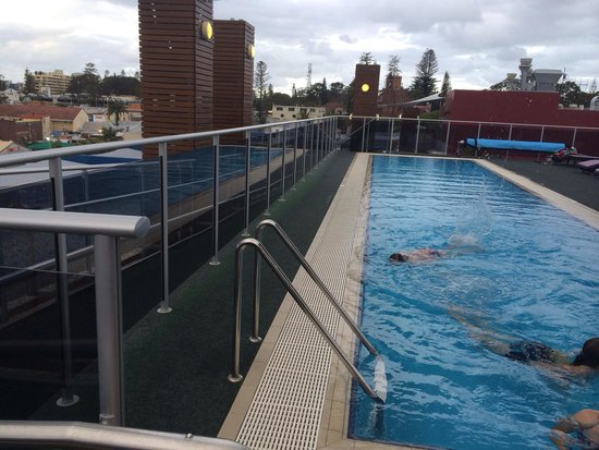Mantra Quayside Apartments Port Macquarie : Awesome heated roof top pool. Beautiful view.