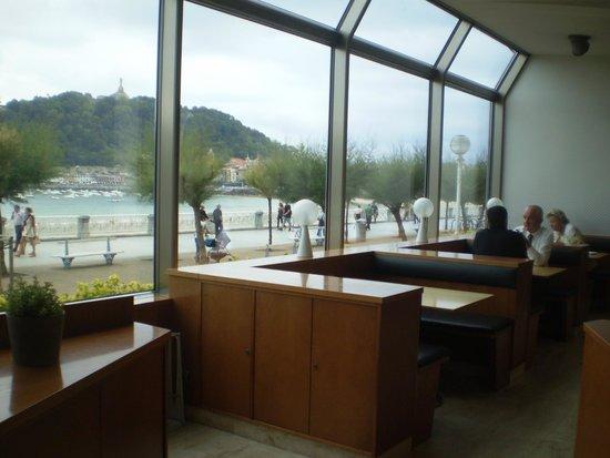 Hotel Niza: Hermoso salón para desayunar con vista a la playa