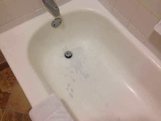 DoubleTree by Hilton Hotel New Bern Riverfront : Bath tub has seen better days