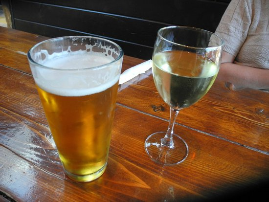 Prospect Point Restaurant: Most Excellent Lager and Chardonnay