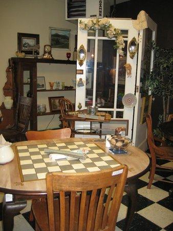 Aardvark Kafe: The Dining Room