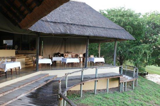Dulini River Lodge : The dining area.