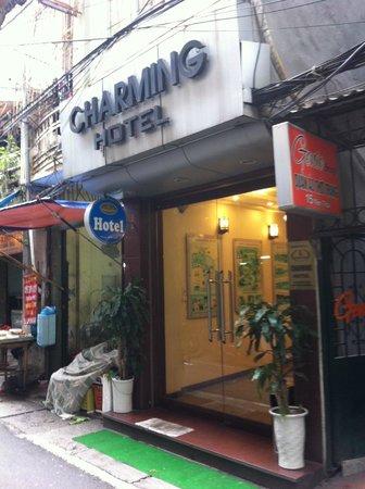 Hanoi Charming Hotel: hotel entrance