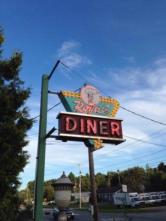 Chelsea Royal Diner: Signage