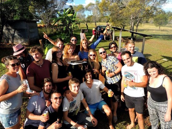 Childers Eco-lodge: Great people during a nice BBQ