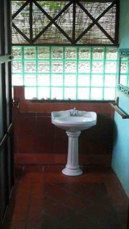 Monkey Tree Casitas : Interesting bathrooms