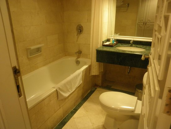 Gajahmada Graha Hotel Bathroom