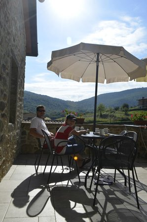 Agriturismo Le Fornaci: Breakfast on the Bianco Terrace