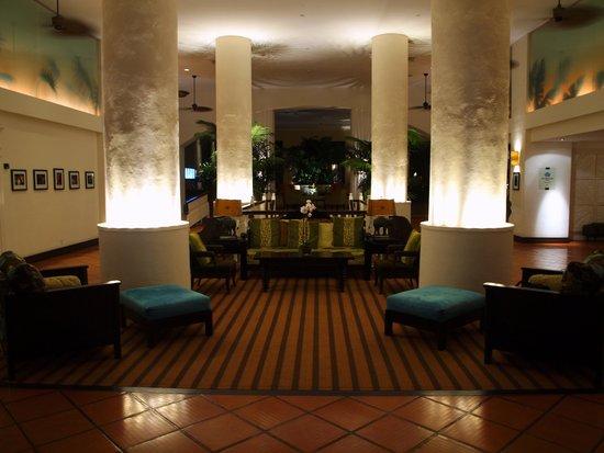 Essensia Restaurant & Lounge: The Palms lobby