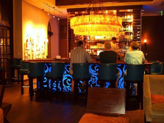 Essensia Restaurant & Lounge: The beautiful bar