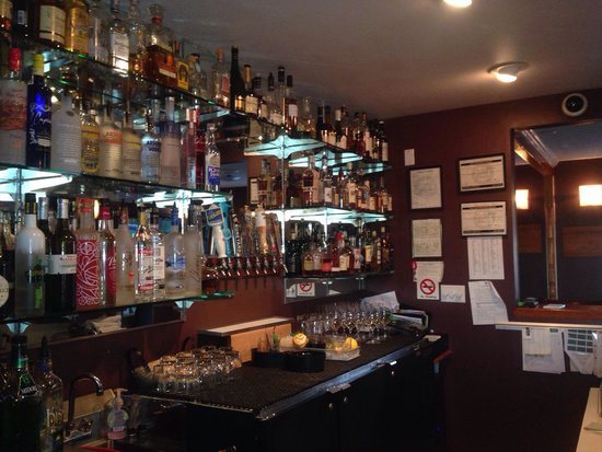 Delicate Palate Bistro: Full Service Bar! Great Drinks!
