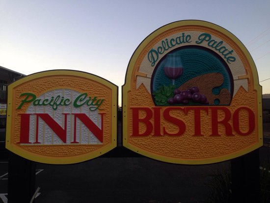 Delicate Palate Bistro: New Sign! the Place is Small and Easy to Drive Past!