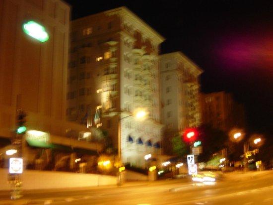 Churchill Hotel Near Embassy Row: 外観