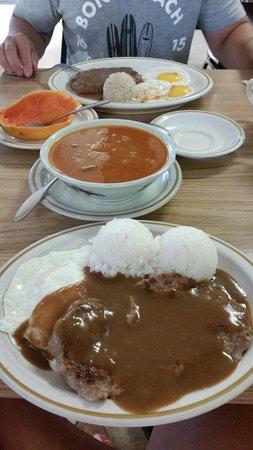 Dani's Restaurant: Already eaten papaya, hamburger steak with rice and brown gravy, and beef stew