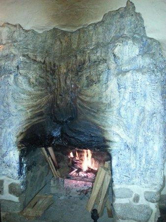 Alhambra Hacienda Restaurant: fireplace on a cool night