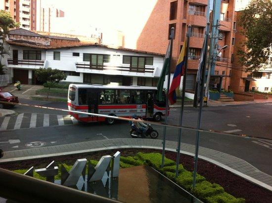 Inntu Hotel Medellin : Vista desde el Mezzanine abierto muy fresco y agradable