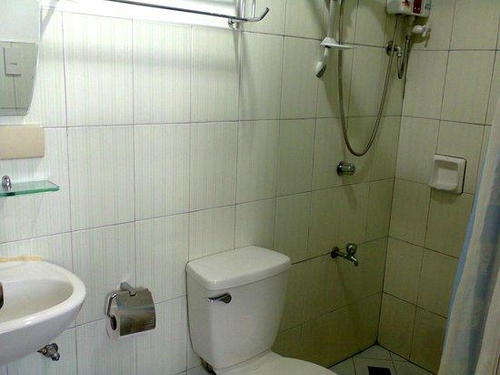 Bahay Ni Tuding Inn : very clean bathroom