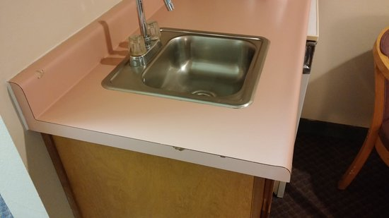 The Plaza Hotel Carson City : Pink Formica on the mini sink. Circa 1970...