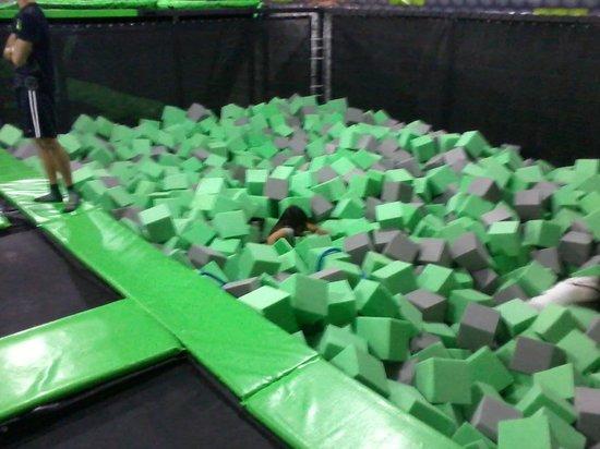 how to do a jump servrve