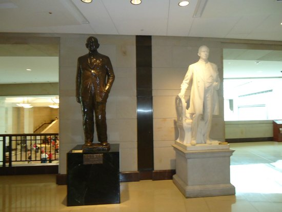 U.S. Capitol Visitor Center : Statues at the visitor center.