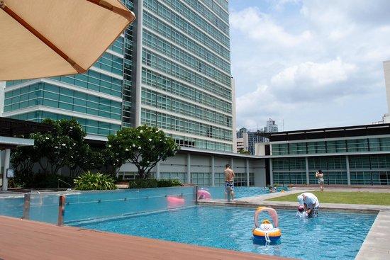 Pullman Bangkok King Power: pool