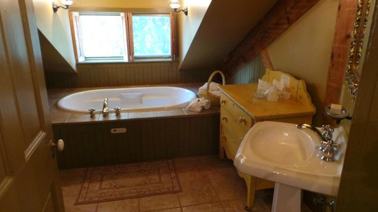 Fairholm National Historic Inn: Bathroom