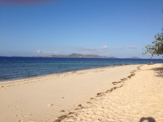 Navini Island Resort: south side, looking towards Malolo and Castaway.
