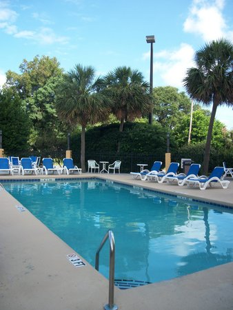 Aqua Beach Inn: Hotel pool