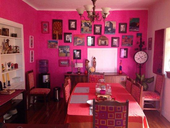 La Casa Amarilla : Sala rosa!